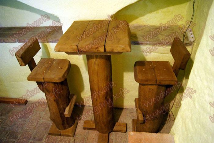 Bárszékek, koktélasztallal