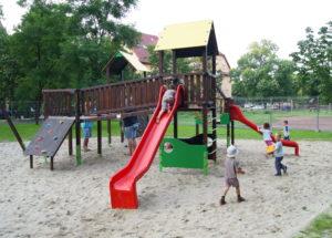Közterületi játszóterek gerendából
